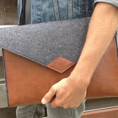 This Gentlemen's Hardware Laptop Case is part of a line of stylish high-end products designed by gift expert Wild & Wolf. Leather Working, Real Leather, Leather Laptop Case, Leather Clutch, Men Accesories, Notebook Case, Mens Toys, Family Presents, Wild Wolf