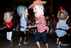 Els nans a la processó del dia 29 d'agost.  Els ball dels Nans s'incorpora al seguici de la Festa Major l'any 1859.  Des de l'any 1989 es va iniciar un procés de renovació i substitució dels Nans vells amb d'altres que són al·legoria i imatge de personatges vilafranquins.