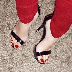 Sexy High Heels, Strappy Heels, Ankle Strap Sandals, Pedicure, Pies Sexy, Christian Louboutin, Jeans With Heels, Beautiful Toes, Feet Soles