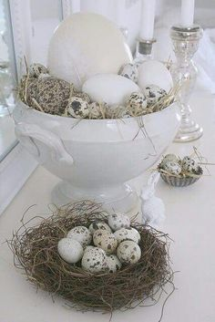 "natürliche Osterdeko Last week I took all the eggs I´ve collected over the years from our cellar and put them in different ""Easter nests Hoppy Easter, Easter Bunny, Easter Eggs, Seasonal Decor, Holiday Decor, Ideias Diy, Deco Floral, Easter Celebration, Easter Table"