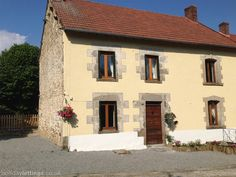 3 bedroom cottage in Janaillat to rent from £450 pw. With balcony/terrace, log fire and TV.
