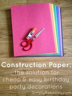 Construcción de papel Decoración de fiesta de cumpleaños baratos y fáciles - Con un poco de creatividad, usted puede mejorar cualquier decoración de la fiesta de cumpleaños con un poco de papel de construcción barata.