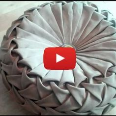 This beautifully intricate Canadian smocking round cushion by Debbie Shore is a great project for an intermediate sewer.sewing tutorials & tips Diy Crafts Images, Diy Crafts New, Diy Crafts Vintage, Smocking Tutorial, Smocking Patterns, Pillow Tutorial, Sewing Hacks, Sewing Tutorials, Textile Manipulation