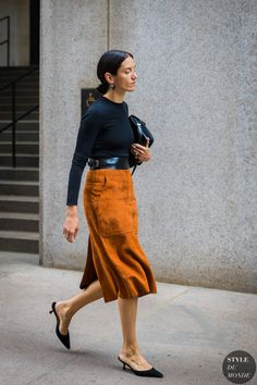 Melissa Ventosa Martin by STYLEDUMONDE Street Style Fashion Photography_48A0055 Classy Work Outfits, Stylish Outfits, Skirt Fashion, Fashion Outfits, Womens Fashion, Clothes Encounters, Normcore Fashion, Chic, Fashion Gone Rouge
