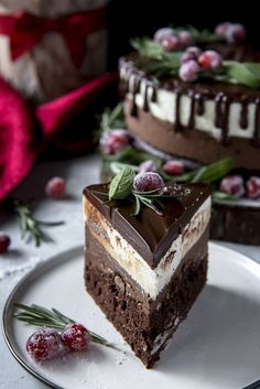 The ultimate chocolate cake YupFoodie cake ect. cake The post The ultimate chocolate cake YupFoodie cake ect. appeared first on Dessert Park. Unique Desserts, Fancy Desserts, Just Desserts, Fancy Chocolate Desserts, Gourmet Desserts, Desserts For Dinner Party, Chocolate Recipes, Chocolate Decorations, Plated Desserts
