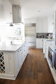 31 ideas white wood tile floor layout for 2019 Ceramic Wood Tile Floor, Wood Tile Kitchen, Wood Look Tile Floor, Kitchen Flooring, Porcelain Tiles, Floor Grout, Tile Looks Like Hardwood, Floor Stain, Kitchen Stove