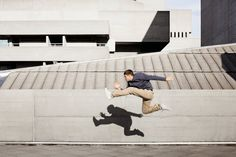 Freerunning should look effortless, painless. Everything should appear to be totally natural. Illusion, Mans World, Parkour, Urban Fashion, Playground, Street Art, Photos, Urban Style, Magazine