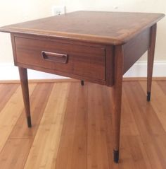 Vintage-Walnut-Danish-Modern-Lane-Acclaim-Dovetail-Mid-Century-End-Table