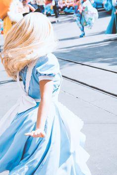 Ideas Disney Art Alice In Wonderland Dreams Disney Dream, Disney Magic, Disney Art, Disney Pixar, Alice Disney, Disney Fairies, Cosplay Legal, Walt Disney World, Alice In Wonderland Aesthetic