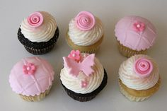 Adorable chocolate and vanilla mini cupcakes with pink accents. Love Cupcakes, Clay Food, Cake Icing, Fimo Clay, Pink Accents, Cup Cakes, Cake Cookies, Cake Decorating, Food And Drink