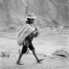 Werner Bischof, On the road to Cuzco, near Pisac. Peru, May 1954 © Werner Bischof / Magnum Photos Magnum Photos, Henri Cartier Bresson, Lausanne, War Photography, Street Photography, Vintage Photography, Werner Herzog, Cusco Peru, Robert Capa
