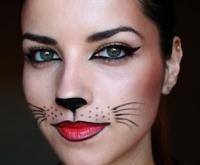 Paso 4 de 4 - El último paso para completar tu increíble disfraz de gato casero es el maquillaje. Son much...
