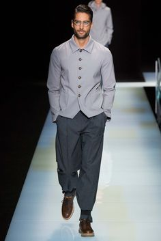 Giorgio Armani Spring 2016 Menswear Fashion Show - Men's style, accessories, mens fashion trends 2020 Giorgio Armani, Armani Men, Mens Fashion Week, Mens Fashion Suits, Men's Fashion, Gents Dress Style, Looks Style, Looks Cool, Armani Shirts