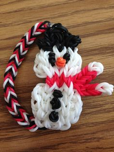 By Samantha Smith. Rainbow Loom FB page. SNOWMAN tutorial at https://www.youtube.com/watch?v=Yxy3kv3IVmo