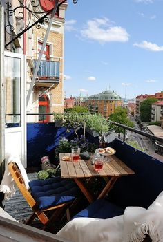 In city apartments, the balcony may be the only outdoor place where we can enjoy some fresh air. Give a cozy look to your balcony by adding couches, a small coffee table and a small garden. Tiny Balcony, Small Terrace, Small Patio, Balcony Ideas, Patio Ideas, Terrace Design, Patio Design, House Design, Design Shop
