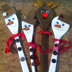 Wooden spoon holiday crafts.