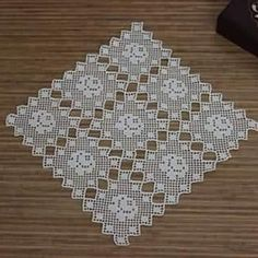 This Pin was discovered by HUZ Filet Crochet, Crochet Art, Thread Crochet, Crochet Motif, Crochet Doilies, Crochet Flowers, Crochet Patterns, Vintage Crochet, Crochet Blocks