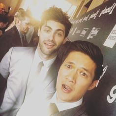 harry shum jr and matthew daddario Isabelle Lightwood, Jace Wayland, Alec Lightwood, Matthew Daddario, Shadowhunters Tv Show, Shadowhunters The Mortal Instruments, Blusas Best Friends, Grey's Anatomy, Clary And Simon