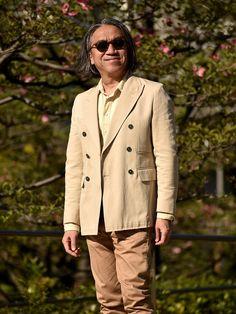 ブラウンは大人の色であり、若者さんにはあまりお似合いになりません。とは言っても40代でもシニア スタイルになる危険性はあります。しかしそれはチノパンに代表されるカーキ色とベージュ色を組み合わせることによって解消することが可能です。 Beige Style, Brown Beige, Mens Fashion, Moda Masculina, Man Fashion, Fashion Men, Men's Fashion Styles, Men's Fashion, Men Fashion