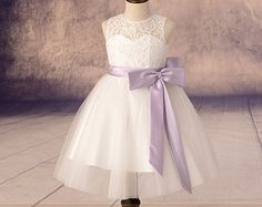 Ivory Lace Tulle Flower Girl Dress With por Weddingcollection