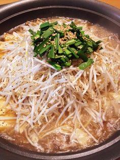 簡単&美味しくて野菜たっぷりの豚もやし鍋|豚バラor豚モモ・もやし・ごぼう・厚揚げ(あれば四角いもの)・乾燥にんにくチップ・粗挽き黒こしょう・ニラ・和風だしの素・鶏がらスープの素・オイスター
