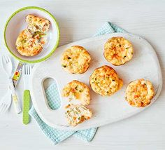 Toddler recipe: These egg and vegetable muffins are packed with courgette, carrot, peas, eggs and feta cheese. Make them for your toddler as a snack, or for lunch Toddler Meals, Kids Meals, Toddler Food, Toddler Recipes, Baby Meals, Bbc Good Food Recipes, Baby Food Recipes, Vegetarian Recipes, Vegetable Muffins