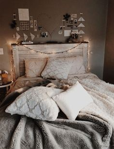 If you need ideas for cute dorm rooms, here are tons of cute dorm room decor ideas that will give you inspiration! These chic and cute dorm room ideas are affordable and perfect for a student budget. Diy Home Decor Rustic, Diy Home Decor Bedroom, Bedroom Ideas, Modern Bedroom, Contemporary Bedroom, Bedroom Inspo, Cute Home Decor, Large Bedroom, Cool Dorm Rooms