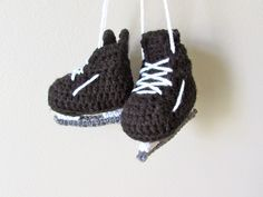 These cute hockey skate booties are a great idea for a future NHL player. Check out the pattern by Stitch-Em