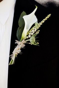 Stylish 38 Chic Calla Lilly Boutonniere Ideas For Perfect Wedding Calla Lily Bridesmaid Bouquet, Calla Lillies Bouquet, Lily Bouquet Wedding, Calla Lily Boutonniere, Corsage And Boutonniere, Wedding Flowers, Wedding Boutonniere, Calla Lillies Wedding, Wedding Ties