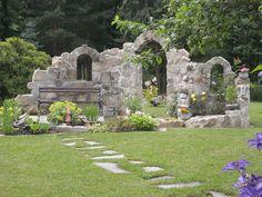 Burgruine - Sitzplatz am Teich - Ruine - Bilder und Fotos