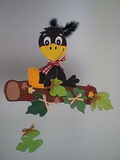 The post Fensterbild- Rabe auf Ast- Herbst-Dekoration & Tonkarton! appeared first on Dekoration. Pinecone Crafts Kids, Autumn Crafts, Nature Crafts, Autumn Decorating, Fall Decor, Craft Activities For Kids, Crafts For Kids, Casa Halloween, Diy And Crafts