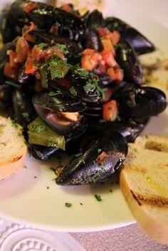 Midii în sos alb Delicious Food, Seafood, Sea Food, Yummy Food, Seafood Dishes
