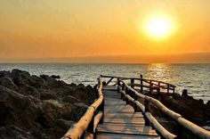 Caotinha - Benguela - Angola  O que o berço dá só o túmulo tira.  Adágio Popular Beach Trip, Sunsets, Beaches, Moon, River, Popular, World, Outdoor, Inspiration