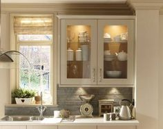 Gloss version of the one i already love. Burford Grey flint gloss by Howdens Family Kitchen, Living Room Kitchen, New Kitchen, Kitchen Interior, Kitchen Ideas, Kitchen Designs, Howdens Kitchens, Home Kitchens, Ranger