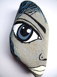Painted pebble art                                                                                                                                                      Más
