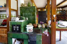 Poele en faience de Roumanie Wood House Design, House In The Woods, Liquor Cabinet, Ottoman, Isolation, Traditional, Interior Design, Architecture, Witchcraft