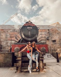 Disney World for Adults - - Cute Disney Pictures, Cute Friend Pictures, Cute Pictures, Disney Parks, Disney Trips, Photos Originales, Orlando Travel, Senior Trip, Harry Potter Universal