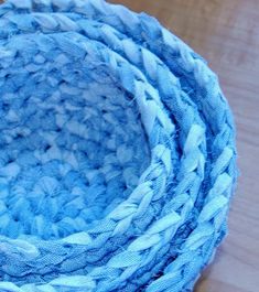 These fabric nesting bowls are a great way to upcycle old sheets and fabric. Free crochet pattern and tutorial too.
