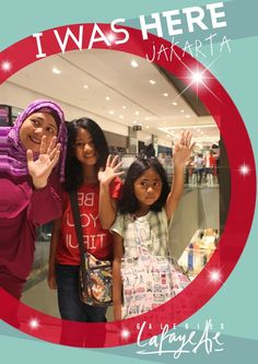 Hello, just had MY PHOTOS taken by the Magic Mirror at Galeries Lafayette Jakarta. What do you think?