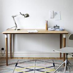 Il tavolo HILVER è realizzato in bambù, un materiale rinnovabile. Designer: Chenyi Ke HILVER tavolo €119. 140x65 cm. Bambù 790.460.38