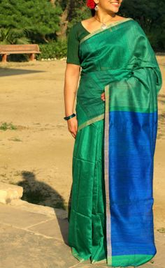 HandsOfIndia - Bengal handloom silk saree in a beautiful rama green with royal blue with a thin golden border and handwoven royal blue plain pallu