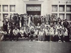 Whanau o Ngati Pamoana outside the Whanganui Regional museum - just completed the last journey for Te Wehi o te Rangi waka Maori People, Post Card, Regional, Kiwi, Museums, Past, The Outsiders, Photographs, Journey