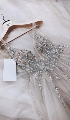 2019 Trendy Prom Dresses Today we are going to talk about an exciting topic. Yes, the topic is prom dresses! As you know that, prom time is approaching. Hoco Dresses, Pretty Dresses, Homecoming Dresses, Beautiful Dresses, Formal Dresses, School Dance Dresses, Grad Dresses Short, Beautiful Dream, Event Dresses