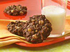 Want to make the best ever chocolate cookies? That is a bold statement but this recipe will deliver. After tasting the cocoa chocolate in this recipe no other cookie will compare! Chocolate Cookie Recipes, Chocolate Treats, Delicious Chocolate, Cookie Desserts, Chocolate Chip Cookies, Dessert Recipes, Healthy Chocolate, White Chocolate, Chocolate Cereal