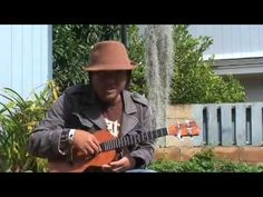 ▶ Uke Minutes 11 - In to Out Picking - YouTube