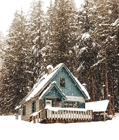 20 Trendy Holiday Home Architecture White Christmas Winter Cabin, Cozy Cabin, Cozy Winter, Winter Holidays, Cabin In The Woods, Cabins And Cottages, Log Cabins, Winter Scenery, Lofts