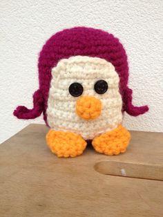 Pinguïn gehaakt, aan de hand van YouTube video's van Handwerkles.