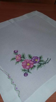 This Pin was discovered by HUZ Cross Stitch Alphabet, Cross Stitch Embroidery, Hand Embroidery, Cross Stitch Patterns, Knitting Patterns, Bargello, Cross Stitch Flowers, Needlepoint, Diy And Crafts