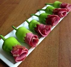 Bouquet of sausage and greens - Anne Burker - Food Carving Ideas Cute Food, Good Food, Yummy Food, Appetizers For Party, Appetizer Recipes, Cold Appetizers, Food Carving, Food Garnishes, Garnishing