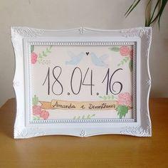 Temos novidade! Agora além das ilustrações, temos uma opção de moldura também 💕 São molduras de plástico, estilo porta-retrato, no tamanho A5, nas cores: branca, rosa, vermelha, roxa, preta e turquesa 🖼 #aquarelinhas #savethedate #casamento #diadosnamorados #wedding